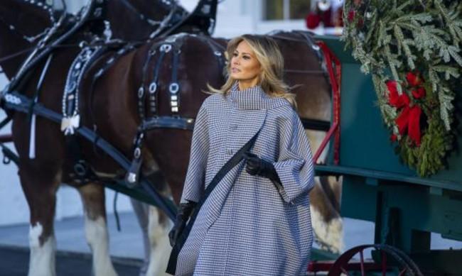 Мелания Тръмп облече палто в черно-бяло