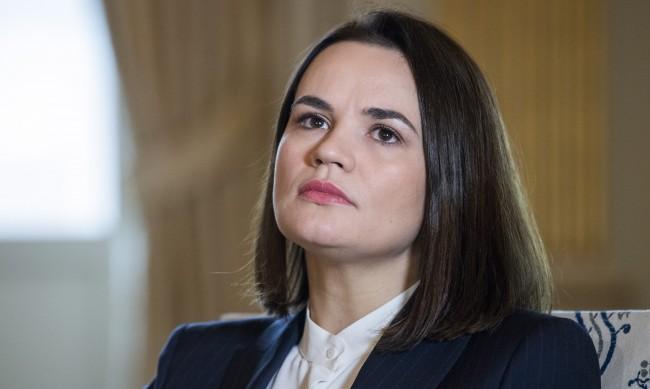 От майка до президент на Беларус: Как се промени животът на Светлана Тихановская?