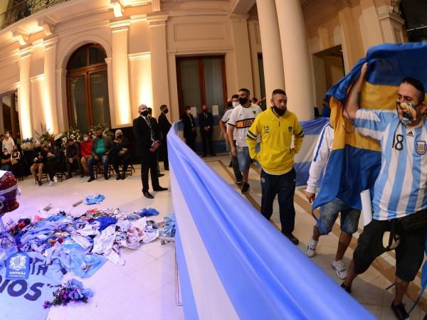 Легендата на световния футбол Диего Марадона ще бъде погребан в