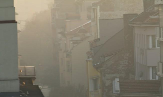 И днес опасно мръсен въздух в някои градове в страната