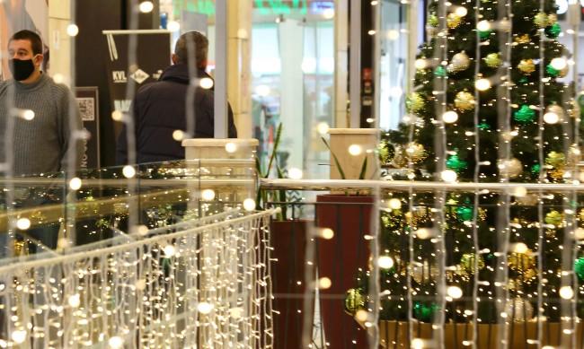Предколедно пазаруване: Последен работен ден на магазините в моловете
