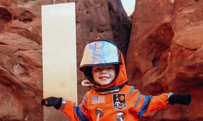 Само за 48 часа: Авантюристи откриха мистериозния монолит в Юта