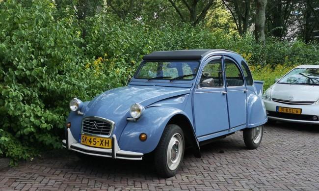 Кои са най-простичките коли създавани след Втората световна война?