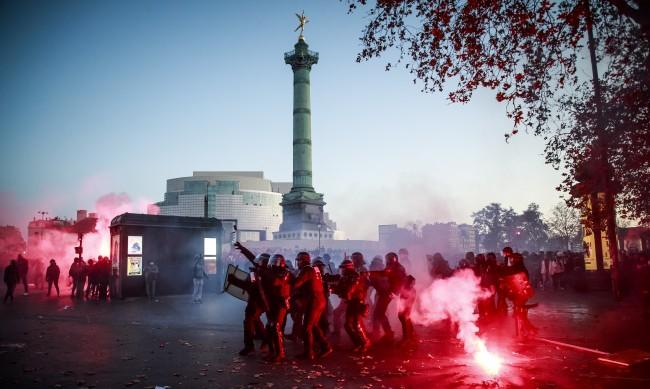 Протестна събота във Франция, Полша, Великобритания, защо?