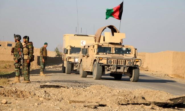 Атака срещу военна база в Афганистан взе десетки жертви