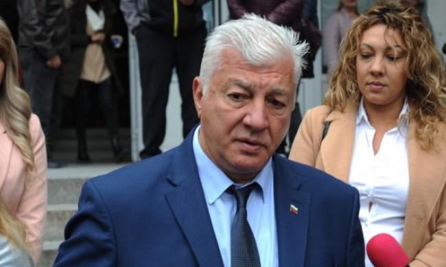 Кметът на Пловдив счупи раменна кост при инцидент у дома