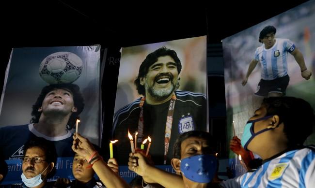 Разследват лекаря на Марадона за смъртта на футболната икона