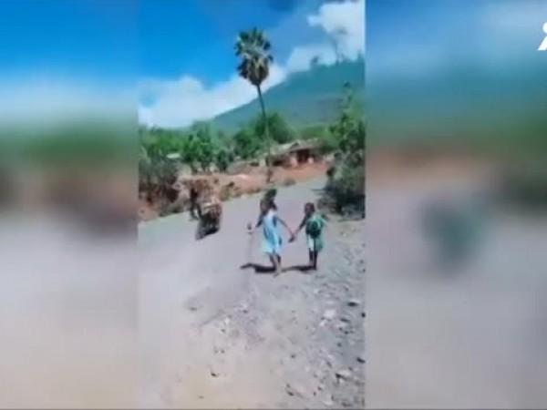 Изригна един от най-мощните вулкани в Индонезия. Вулканът Левотоло, който