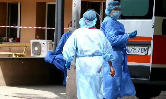 Изплащат обещаните допълнителни 1000 лв. на медици в Поморие