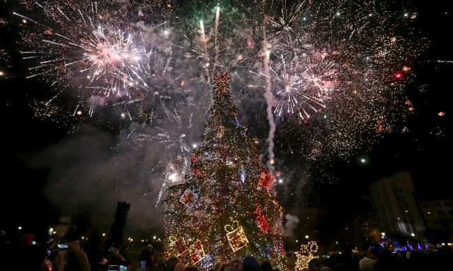 Запалването на елхата в София тази година ще е без програма