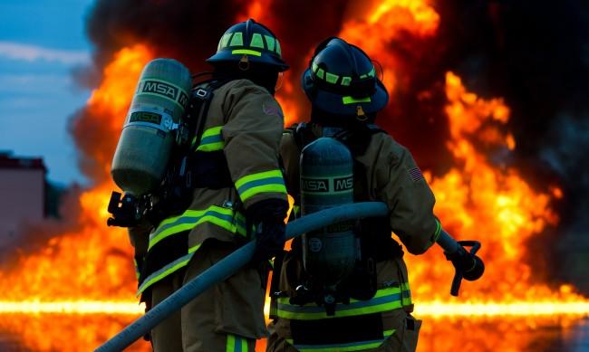 Мъж и жена загинаха при пожар в дома им