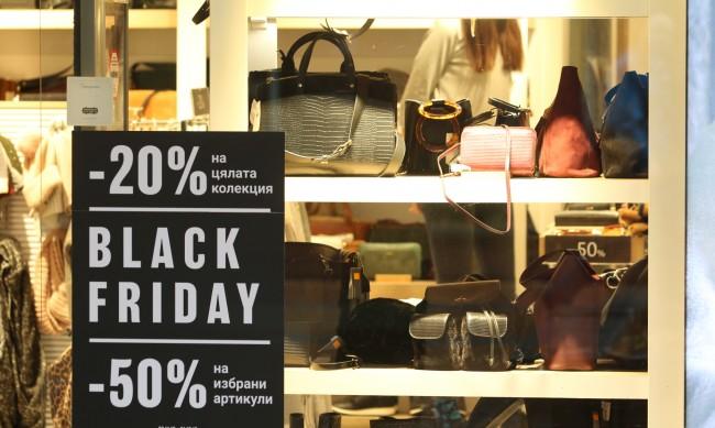 Черният петък: Рекорден онлайн, 50% по-слаб в магазините
