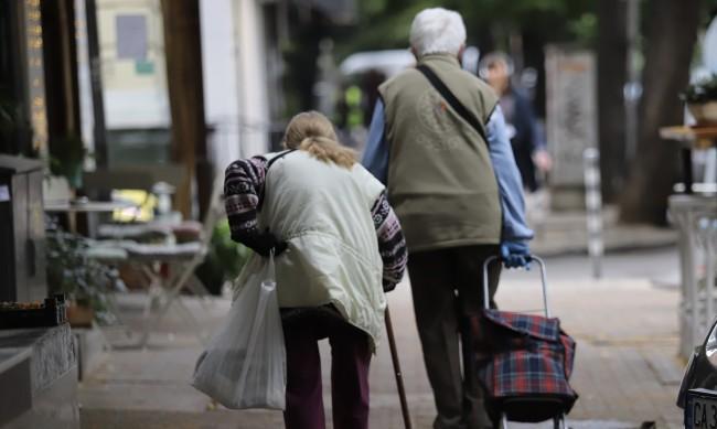 Изплащат пенсиите и добавките към тях от 7 декември