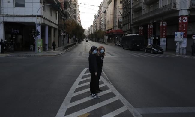След месец локдаун спад на заразените в Гърция
