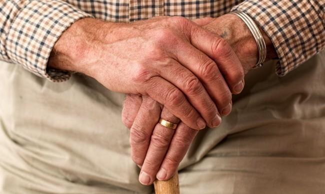 Столетник: Цигарите и алкохола са тайната на дълголетието