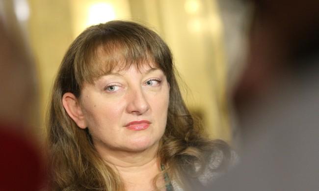 Министър Сачева допълни заповедта за затворените бизнеси