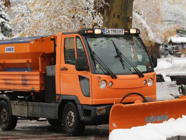 63 снегопочистващи машини са на терен и работят във всички