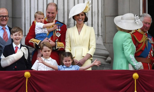 Кейт и Уилям няма да са при кралицата за Коледа