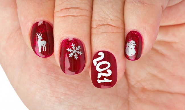 Зимен маникюр със снежинки - как да си го направите?