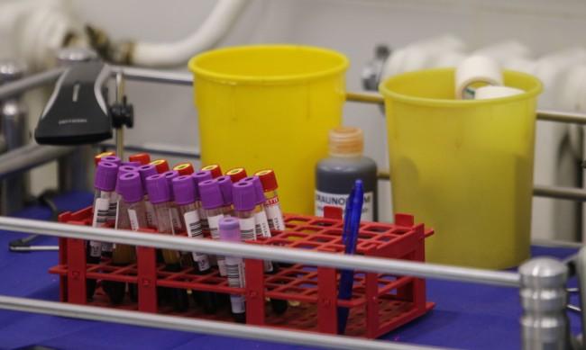 Вирусолог: Първият щам на COVID-19 вече изчезва