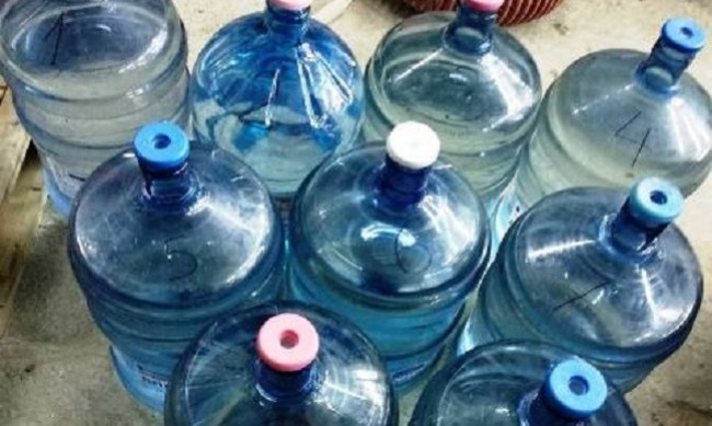 Митничари хванаха 190 литра ракия в туби от вода