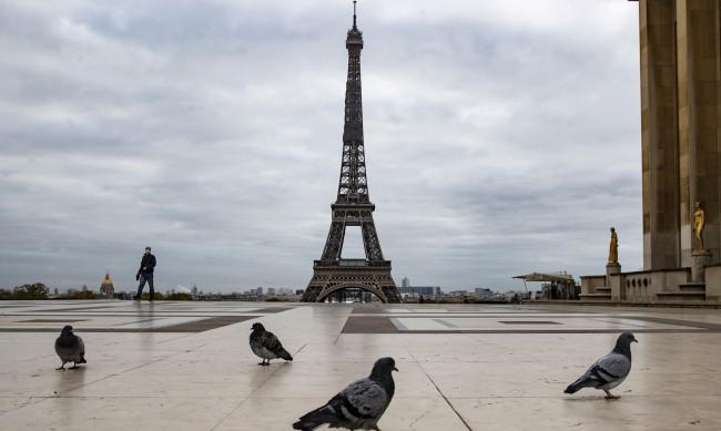 Айфеловата кула отново отваря за посетители