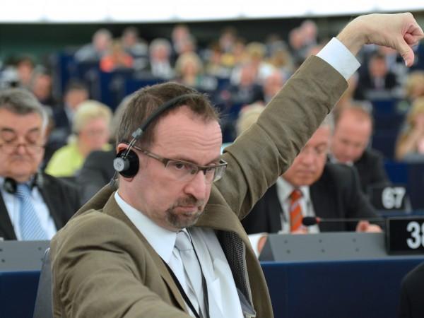 Йожеф Сайер, унгарският евродепутат, заловен на оргия в Брюксел, се