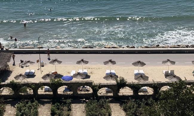 Два плажа на морето си търсят нови стопани