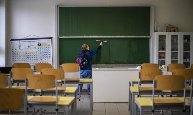 Чехия с програма, тества учителите с антигенни тестовете
