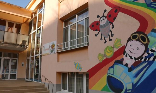 Столичните училища и детски градини с камери до 2022 г.