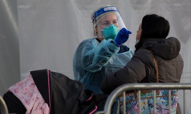 САЩ отчете рекорд в новозаразените и починалите от коронавирус