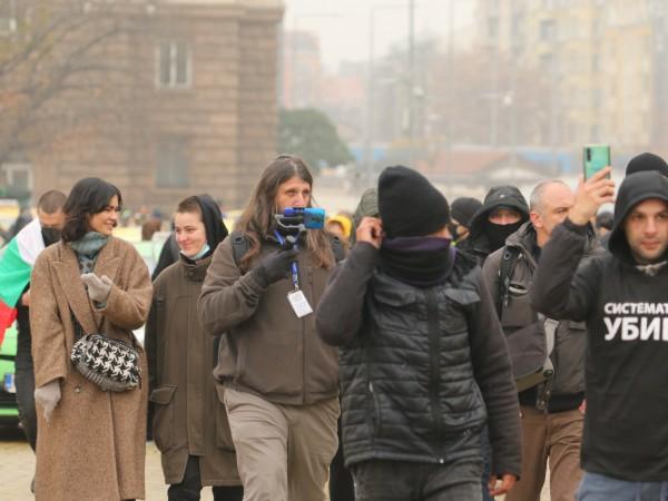 """Софийските булеварди """"Дондуков"""" и """"Цар Освободител"""" са блокирани от протестиращи"""