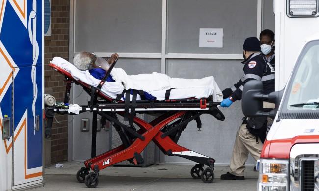 САЩ с близо 228 000 новозаразени с коронавирус за ден