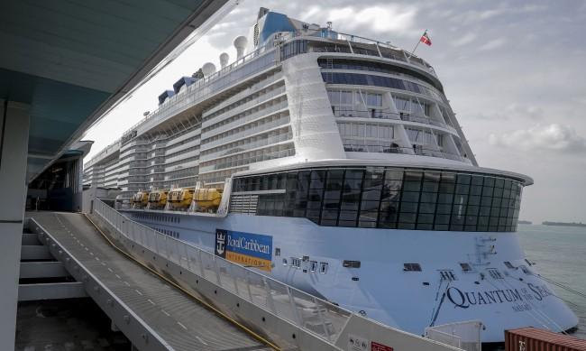 3000 души под карантина на кораб край Сингапур заради COVID-19
