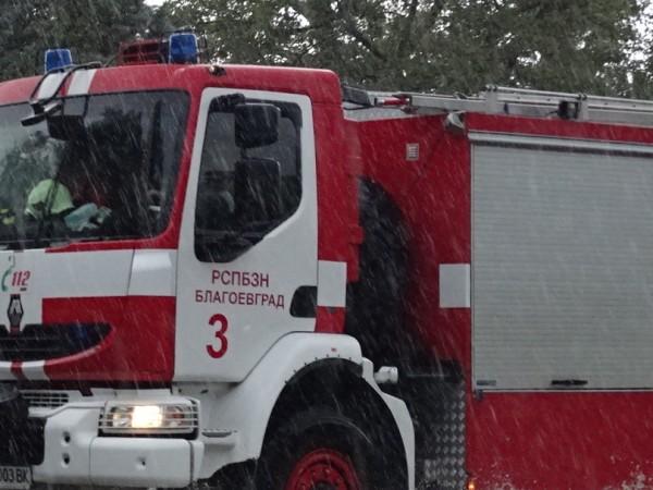 23-годишен мъж и 2-годишното му дете пострадаха при пожар в
