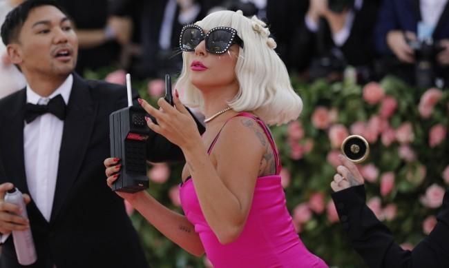 Лейди Гага позира по бельо, като русалка е