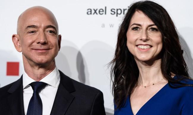 Бившата съпруга на Безос дарила над $4 млрд. за 4 месеца