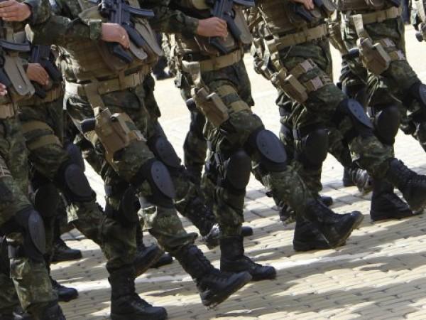 Всеки български граждани до 40-годишна възраст може да стане войник