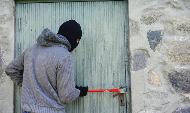 В пандемията: 6000 кражби по-малко, хората у дома, крадците - валат