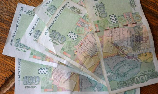 В пандемията: Най-бедните теглят кредити, за да се лекуват