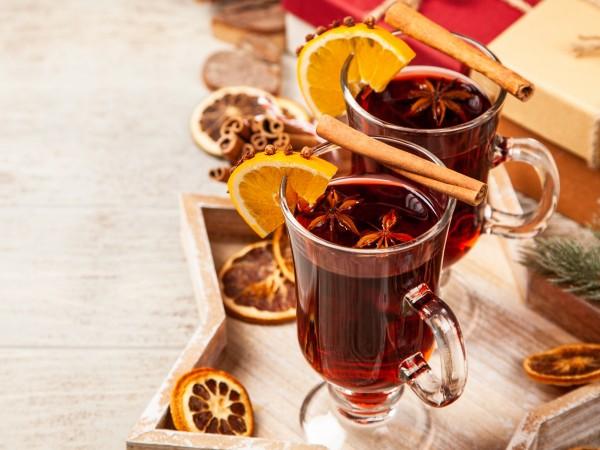 Греяното вино е типична напитка за зимата. По коледните базари
