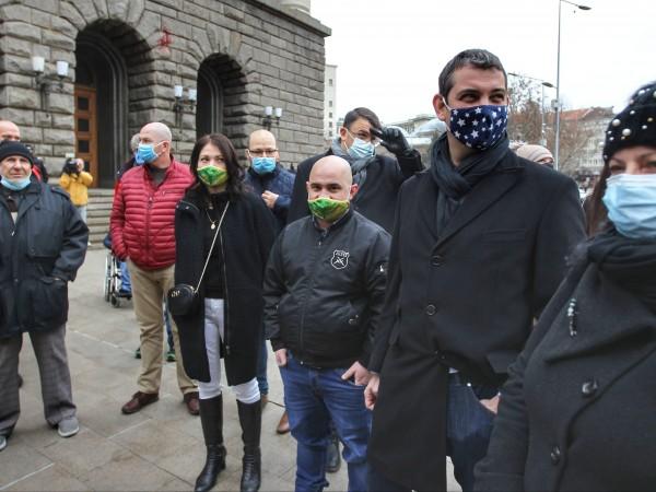 Снимка: Димитър Кьосемарлиев, Dnes.bgНедоволни от двойните сметки за парно, които