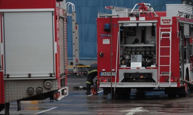 Психичноболна жена подпали дома си, евакуираха съседите