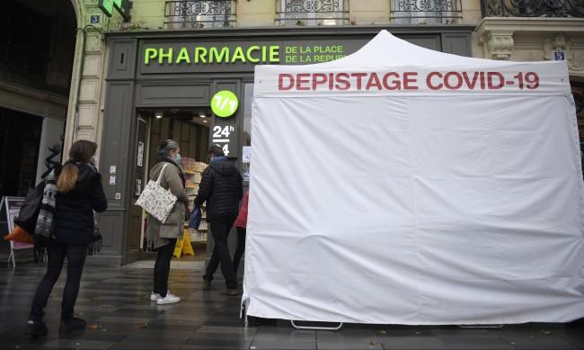 Франция обмисля закон, обвързващ свободата на движение с ваксините