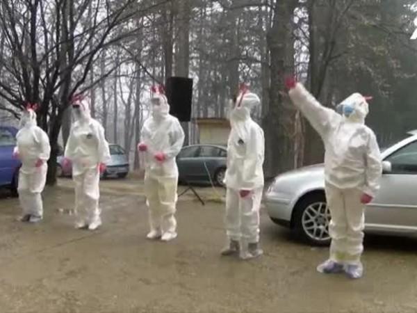 Лекари от инфекциозното отделение в габровската болница решиха да зарадват