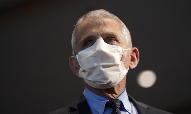 Кога САЩ ще достигне стаден имунитет срещу COVID-19?