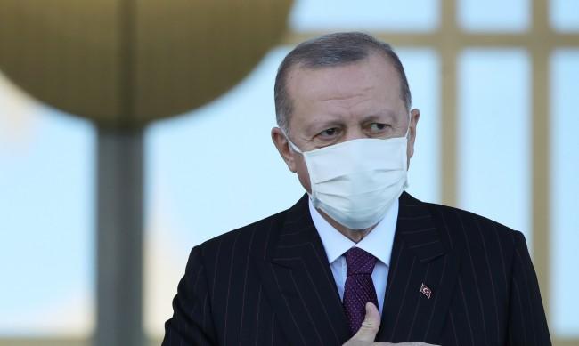 """Ердоган се закани: Ще разбием икономическия """"триъгълник на злото"""""""