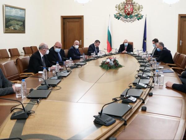 Постигнат е траен ефект от противоепидемичните мерки и България е