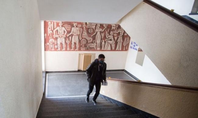 Учениците в класните стаи на 4 януари - огромен риск