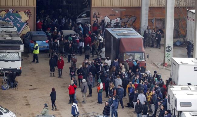 300 души празнували 40 часа в хангар до Барселона, полицията ги разкри